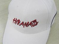 帽子、キャップにチーム名を刺繍する