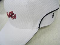 帽子のサイドに番号を刺繍する