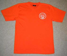 バックと前胸にプリントの入りオリジナルTシャツ
